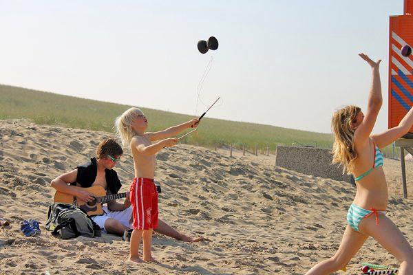 kinderfeest buiten jongleren