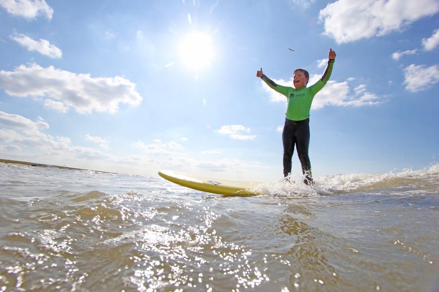 kinderfeest strand golfsurfen