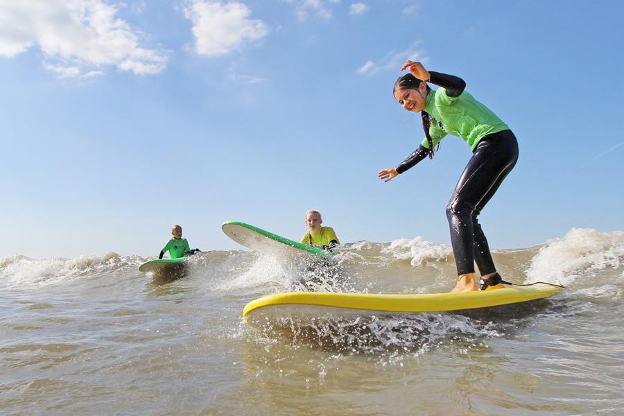 kinderfeest strand surfen